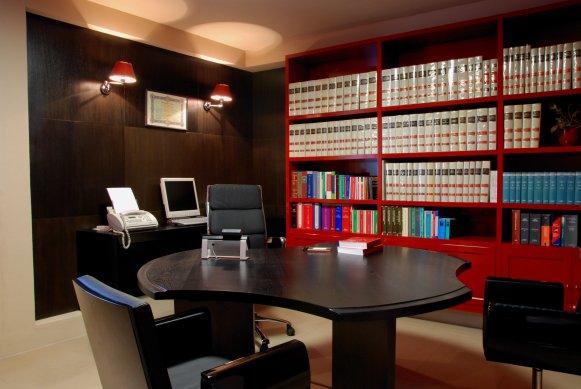 Arredamento studio legale moderno arredare ufficio in for Arredamento studio legale